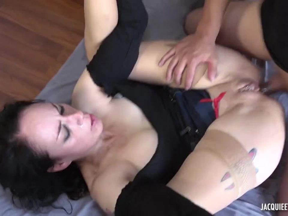 Adeline – aucune limite dans le hard ! (JacquieEtMichelTV / Indecentes-Voisines) Screenshot 2