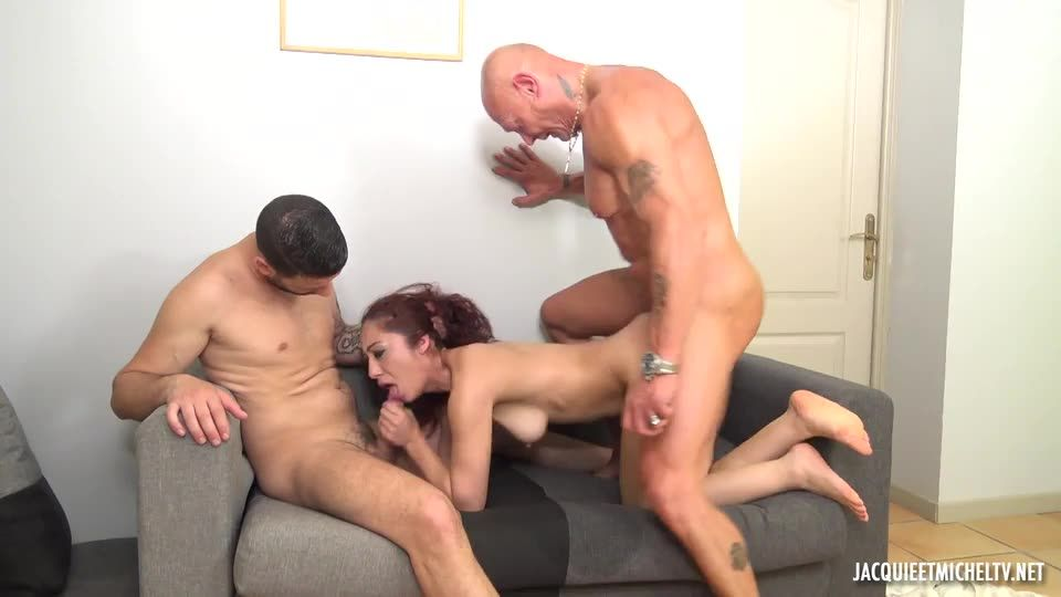 Tornade de hard pour Dana ! (JacquieEtMichelTV / Indecentes-Voisines) Screenshot 3