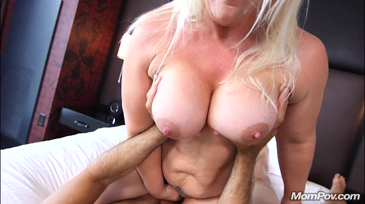 [MomPov] Thick MILF gets double dick - Selah (DP)/(Casting)