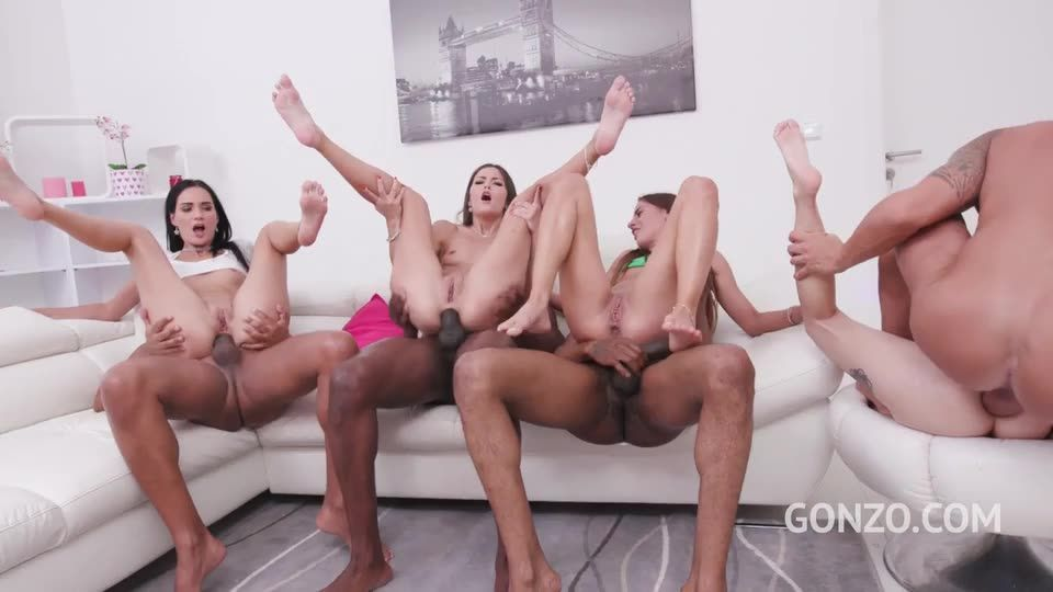 Orgy with foot fetish, featuring the Return of Kuckmal (LegalPorno) Screenshot 8