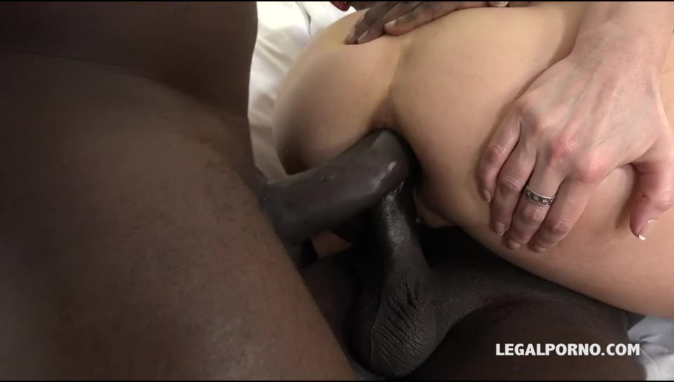 [LegalPorno] Kinky cougar discovers black feeling and enjoys two cocks in the ass - Iskra (DAP)/(MILF)