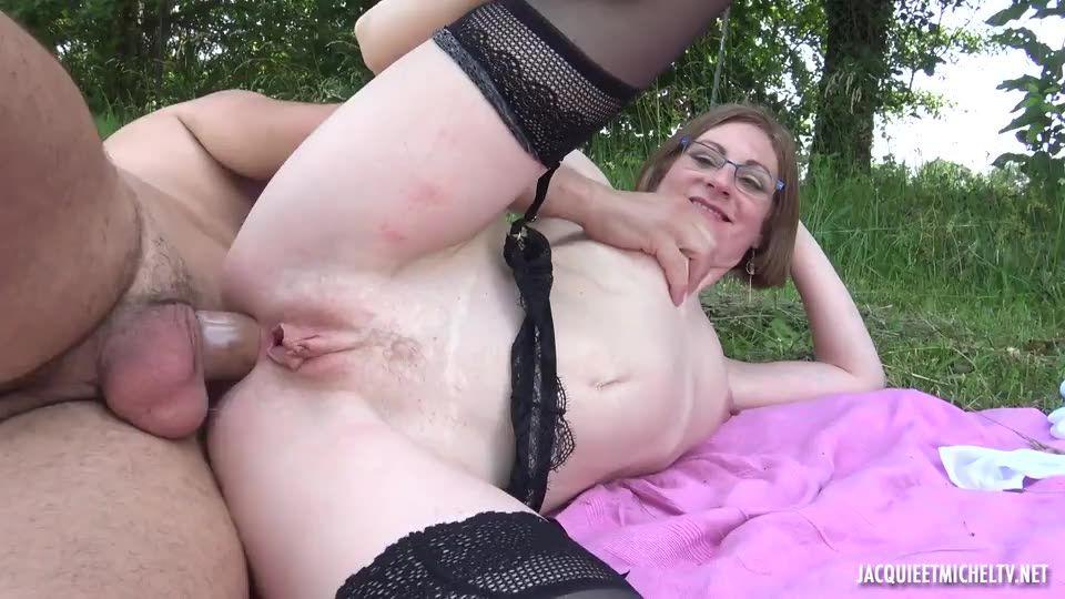 Beatrice et Nina – jeux pervers ! (JacquieEtMichelTV / Indecentes-Voisines) Screenshot 7