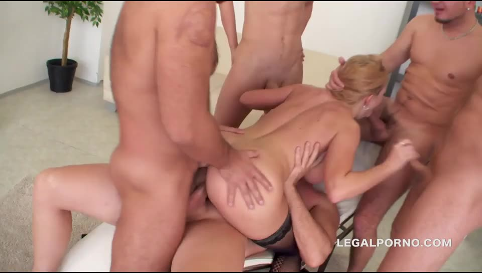 [LegalPorno] DP/DAP/TAP/TP/ANAL FISTING.The queen of Russia is back and she swallows all of them - Isabella Clark (GangBang)/(Blonde)