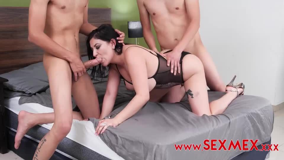Seducing My Friend's Mom With DP 2 (SexMex) Screenshot 2