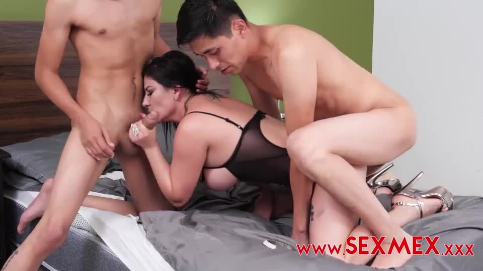 Seducing My Friend's Mom With DP 2 (SexMex) Screenshot 3