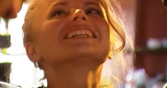 The Hacienda / 8 Chiennes (Harmony Films) Screenshot 0
