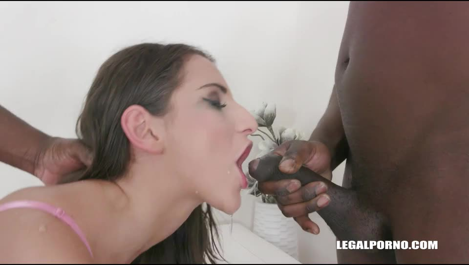 Kinky pissing (LegalPorno) Screenshot 4