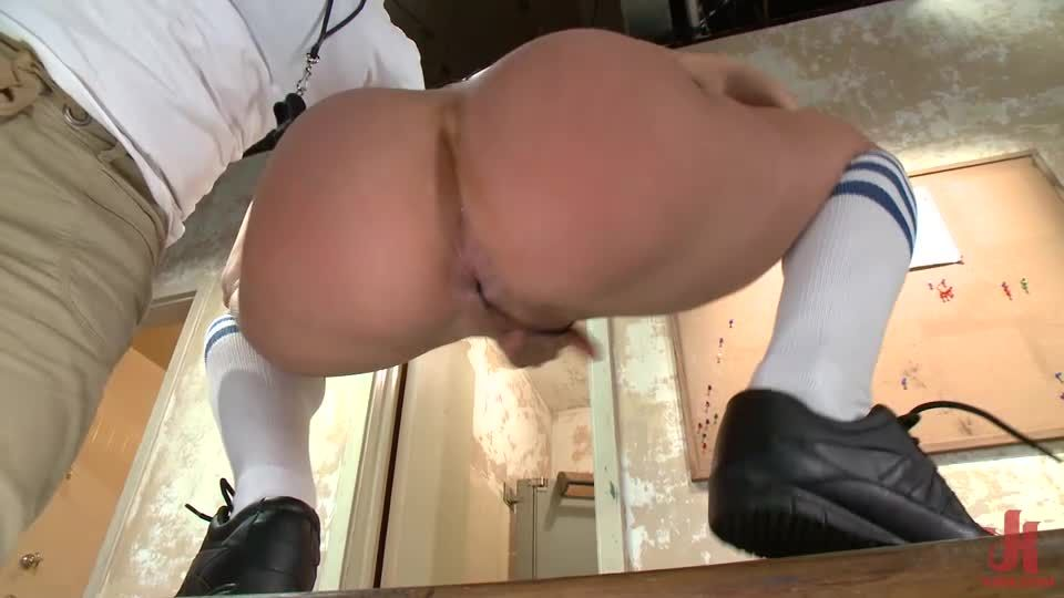 Star Player Amy Brooke Is Punished With Huge Anal & Double Penetration (KinkClassics / EverythingButt / Kink) Screenshot 3