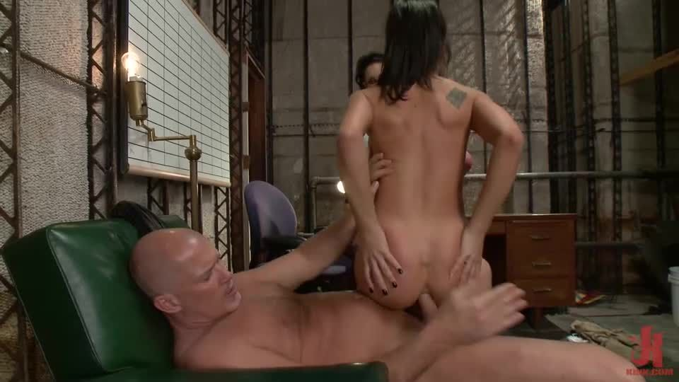 Star Player Amy Brooke Is Punished With Huge Anal & Double Penetration (KinkClassics / EverythingButt / Kink) Screenshot 7