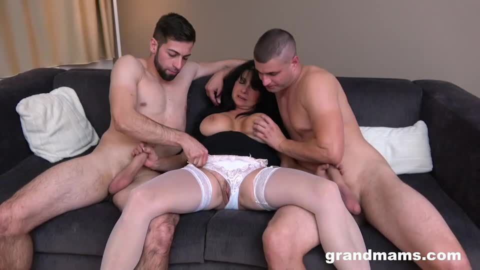 DP Creampie With A Mature Slut (GrandMams) Screenshot 1