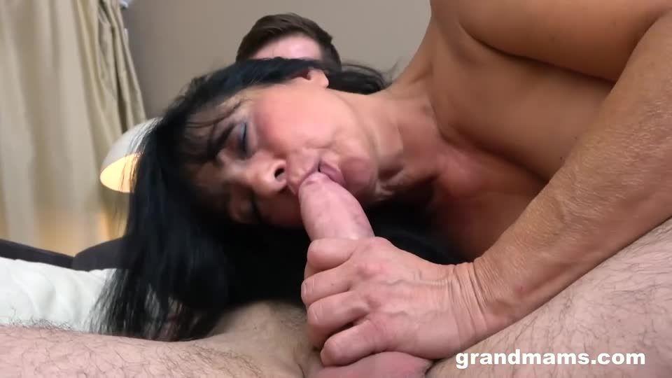DP Creampie With A Mature Slut (GrandMams) Screenshot 2