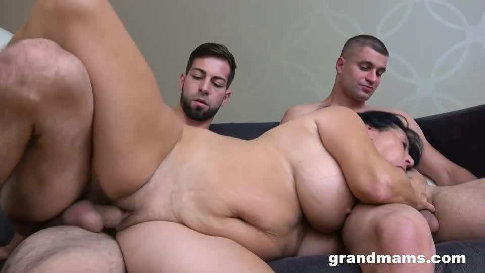 DP Creampie With A Mature Slut (GrandMams) Screenshot 5