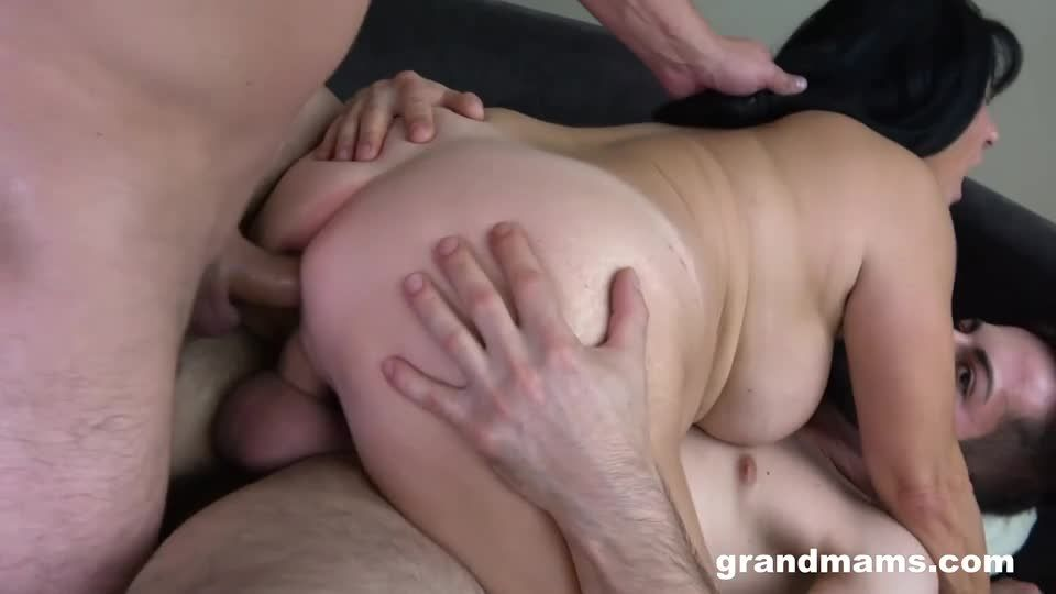 DP Creampie With A Mature Slut (GrandMams) Screenshot 6