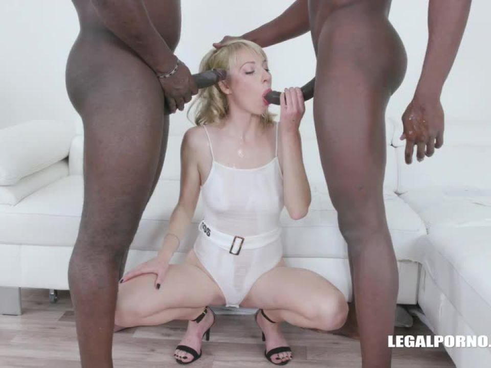 Enjoys african champagne (LegalPorno) Screenshot 1