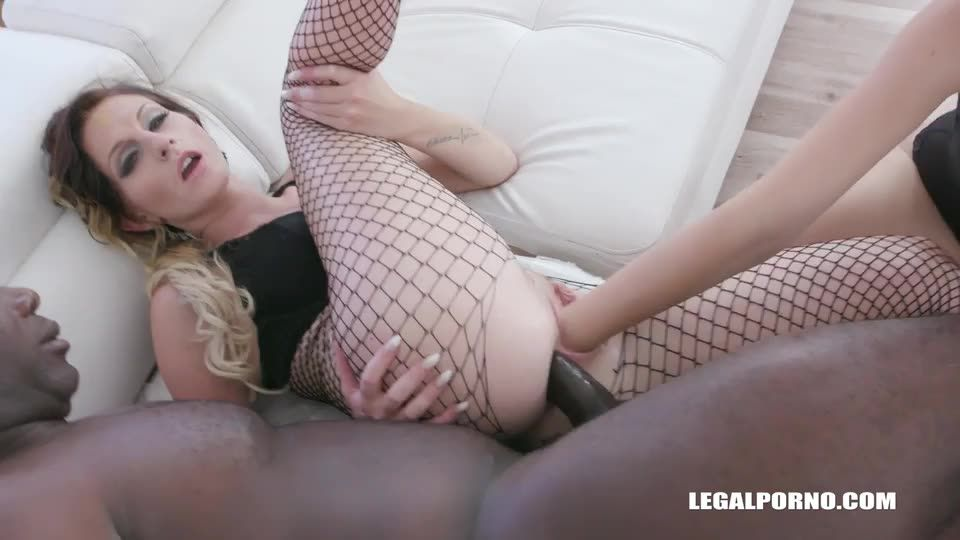 Fisted and fucked like a bitch IV338 (LegalPorno) Screenshot 3