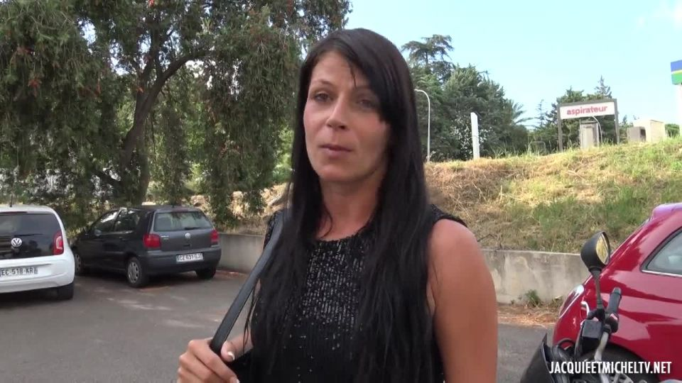 A Midsummer Night's Dream Of Aline, 36 Years Old (JacquieEtMichelTV / Indecentes-Voisines) Screenshot 0