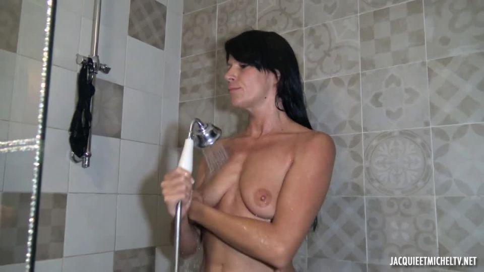 A Midsummer Night's Dream Of Aline, 36 Years Old (JacquieEtMichelTV / Indecentes-Voisines) Screenshot 1
