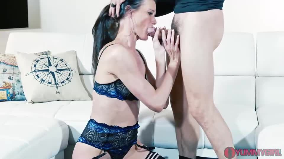 Stepsiblings Reconnect DP Threesome (Yummygirl) Screenshot 0