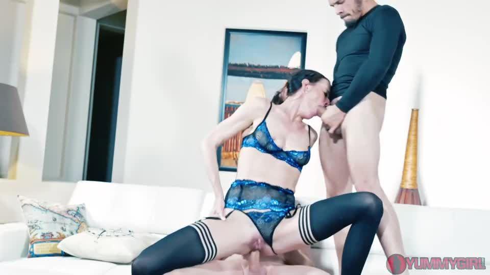 Stepsiblings Reconnect DP Threesome (Yummygirl) Screenshot 8