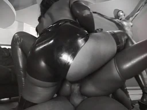 Anal Divas In Latex 2 (Heatwave) Screenshot 9