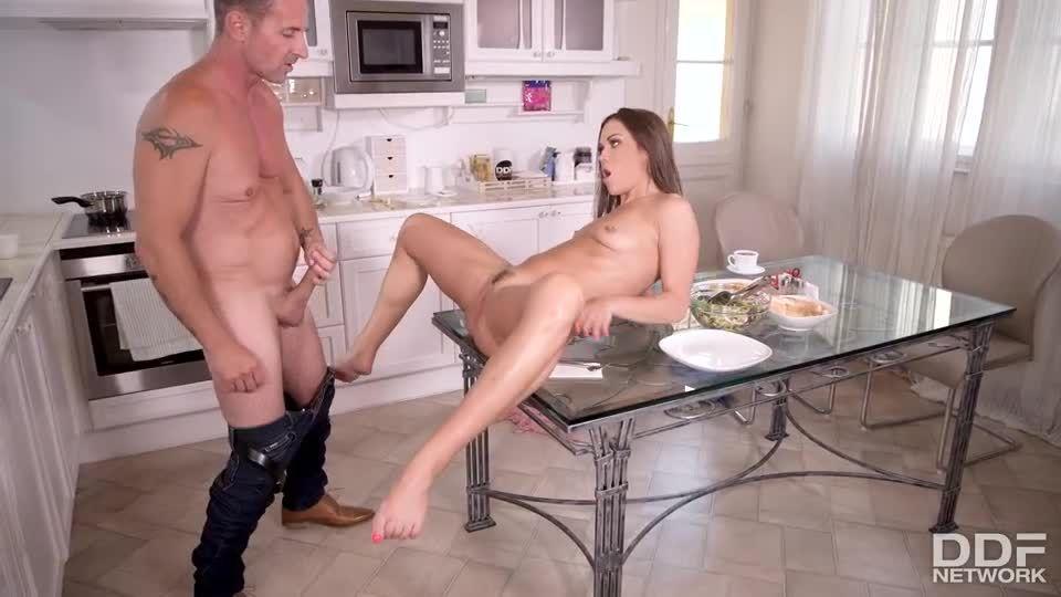 Dirty Riding Two Dicks (HandsOnHardcore / DDFNetwork / PornWorld) Screenshot 3