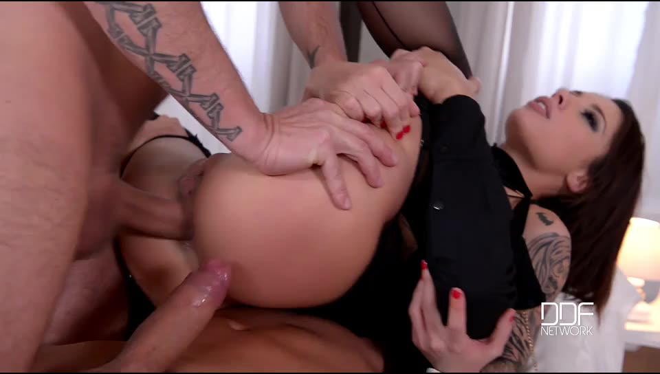 [HouseOfTaboo / DDFNetwork] Gentlemen's Club – Two Studs Give Brunette Spanking And Fisting - Nikita Bellucci (DP)/(Stockings)