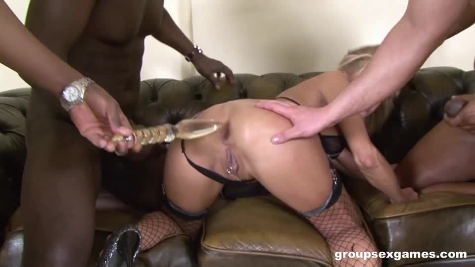 Mommy Needs More Than 1 Cock (GroupSexGames) Screenshot 1