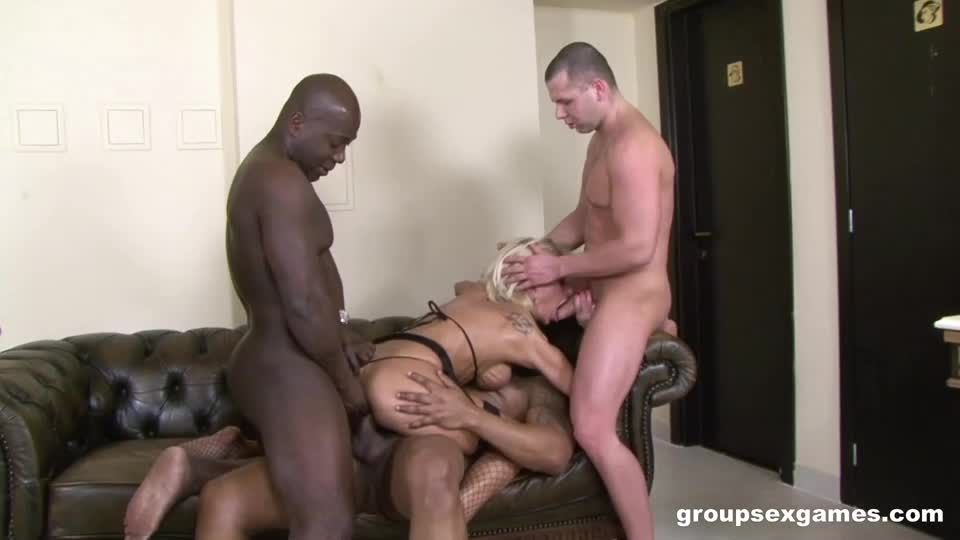 Mommy Needs More Than 1 Cock (GroupSexGames) Screenshot 4