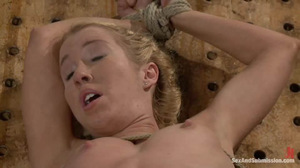 Take One for the Team (SexAndSubmission / Kink) Screenshot 5