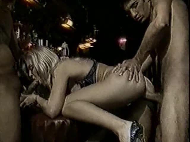 Helen and Michelle's Amsterdam Adventure / Amsterdam Nights (VCA) Screenshot 8