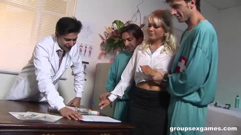 Gang banged by the doctors (GroupSexGames) Screenshot 1