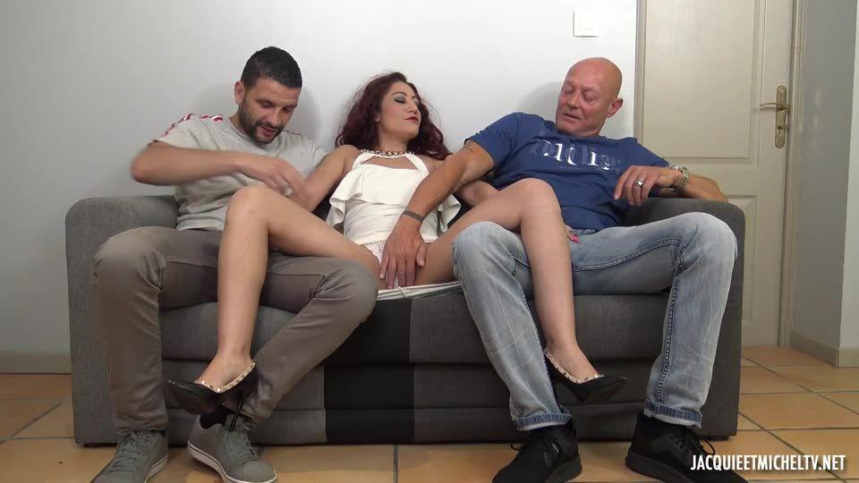 Tornade de hard pour Dana ! (JacquieEtMichelTV / Indecentes-Voisines) Screenshot 1