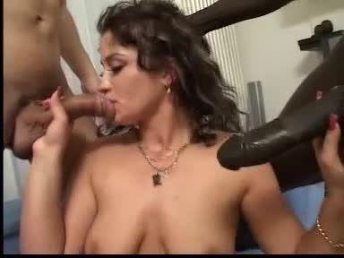 Babes With No Limits 4 / Due X Me 2 (Pleasure Productions / Pink'O) Screenshot 2