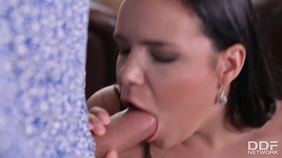 Sofia Pleasures Herself And Then Gets Doublestuffed By Her Neighbors (DDFBusty / DDFNetwork / PornWorld) Screenshot 2