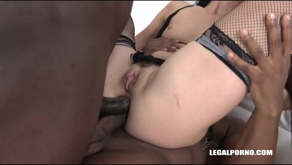 [LegalPorno] Bitch is back to try 3 cocks..she got double anal with gapes and prolapse - Sonya Durganova (DAP)/(3M1F)
