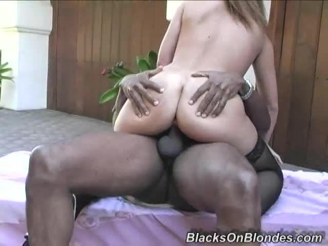 Gangbang Her Little White Thang 3 (Hush Hush Entertainment / Dogfart / BlacksOnBlondes) Screenshot 4
