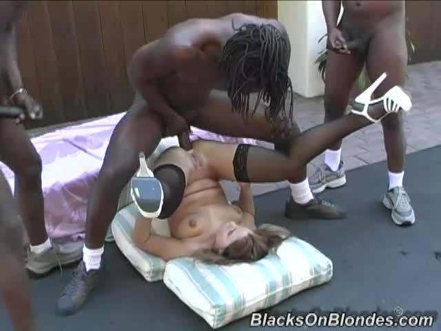 Gangbang Her Little White Thang 3 (Hush Hush Entertainment / Dogfart / BlacksOnBlondes) Screenshot 8