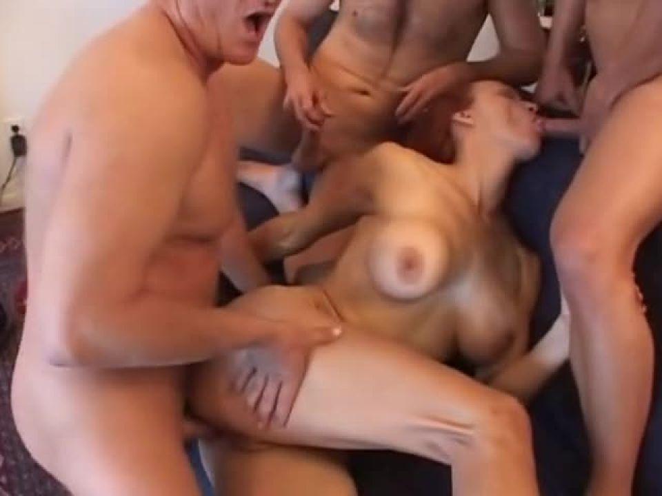 Cravin' MILF 4 (Lick Pictures) Screenshot 4