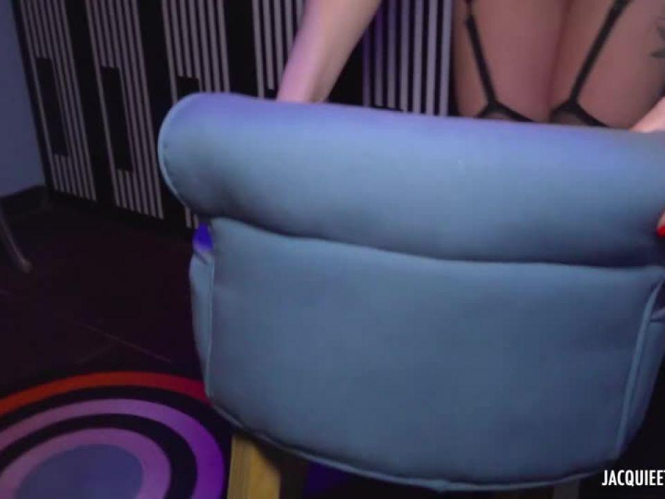 Lily, 30ans, s'eclate au saune Le Candy a Bordeaux ! (JacquieEtMichelTV / Indecentes-Voisines) Screenshot 5