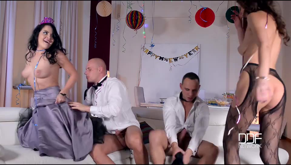 [HotLegsAndFeet / DDFNetwork] Sexy Resolutions: Lustful Foursome On New Year's Eve – Dolly Diore, Tina Kay (DP)/(Lingerie)
