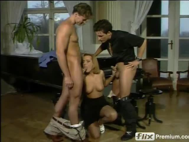 Schluckende Mädchen im Internat (BB-Video) Screenshot 2