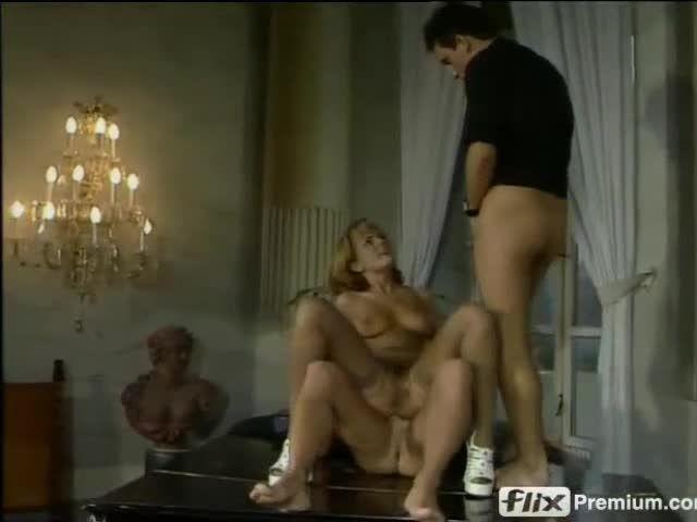 Schluckende Mädchen im Internat (BB-Video) Screenshot 4