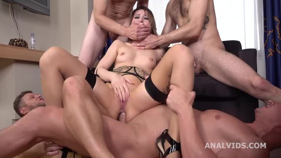 Russian Pee, Crazy Balls Deep Anal, DAP, Pee Drink, Squirt, Other Shit and Swallow (LegalPorno / AnalVids) Screenshot 7