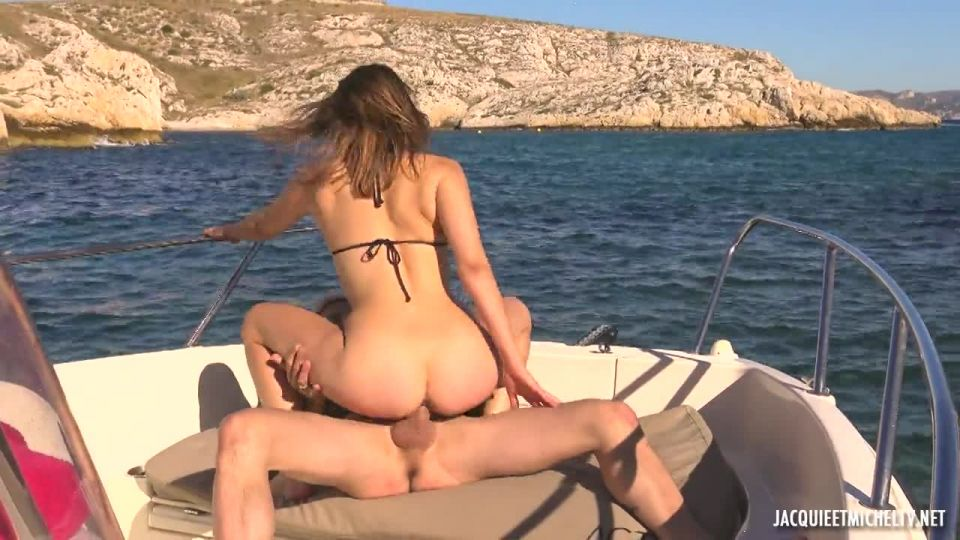 Along The Water With Emmanuelle, 28 Years Old (JacquieEtMichelTV / Indecentes-Voisines) Screenshot 5
