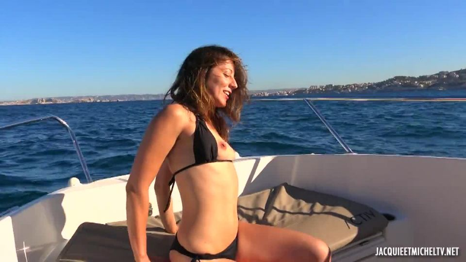 Along The Water With Emmanuelle, 28 Years Old (JacquieEtMichelTV / Indecentes-Voisines) Screenshot 7