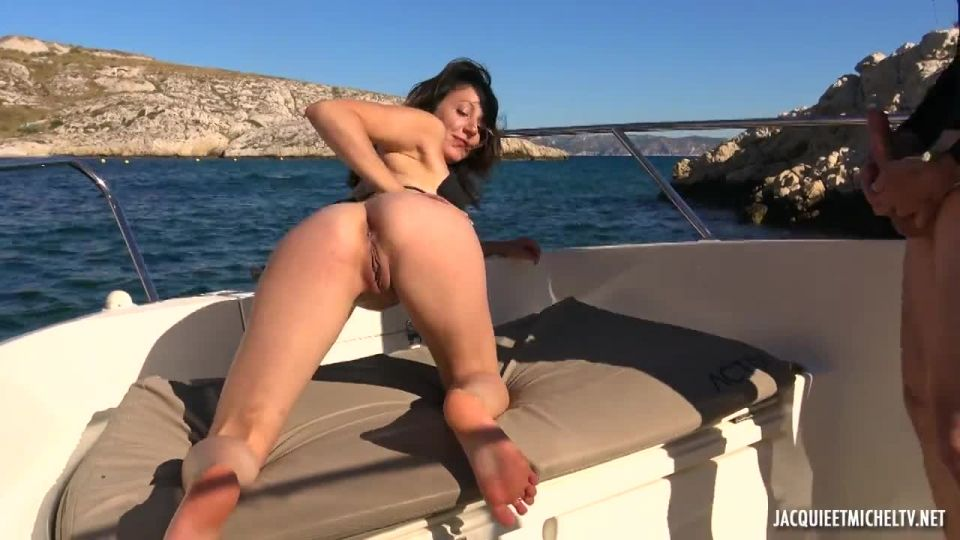 Along The Water With Emmanuelle, 28 Years Old (JacquieEtMichelTV / Indecentes-Voisines) Screenshot 9
