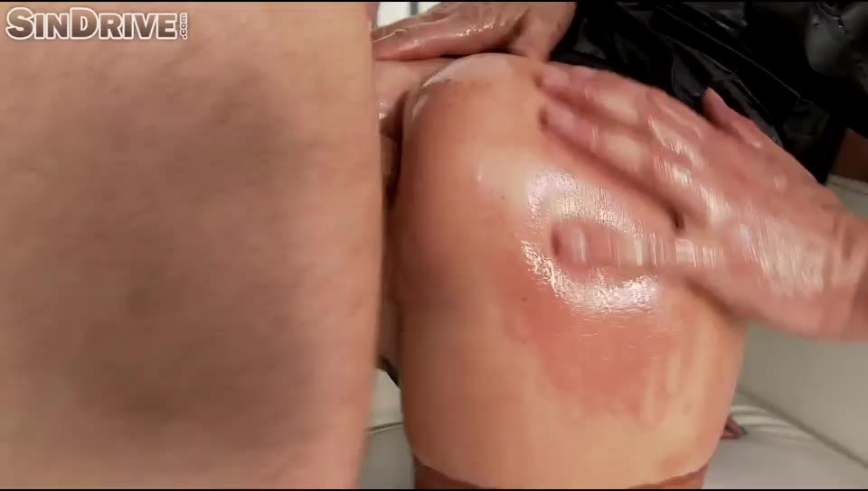 [Leatherchronicle / SinDrive] The Great DP – Doubled Penetration Means Doubled Pleasure Big Boobed Rachele Gets Oiled Boiled In Leather - Rachele Richey (DP)/(2M1F)