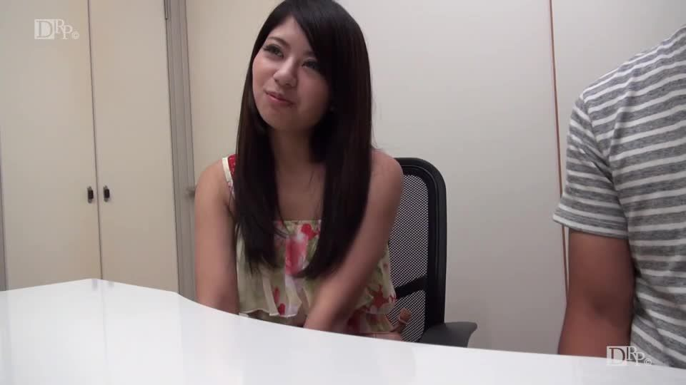 Challenging the first two-hole in front of her husband / 090820_01 (10Musume) Screenshot 0
