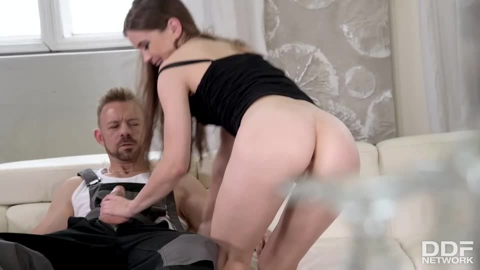 Handymen Service Her Pussy And Ass (HandsOnHardcore / DDFNetwork / PornWorld) Screenshot 3