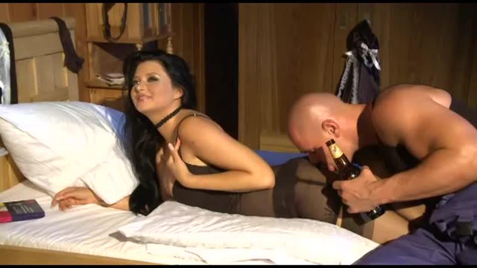 Anna's French Maid Service / Apprentie Soubrette (Marc Dorcel) Screenshot 3